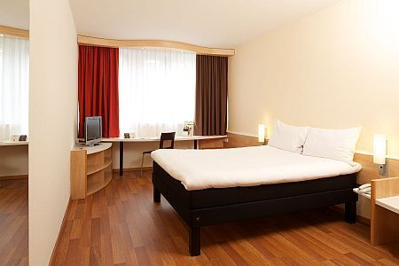 Hotel Ibis City (former Hotel Emke) in the centre of Budapest with online reservation